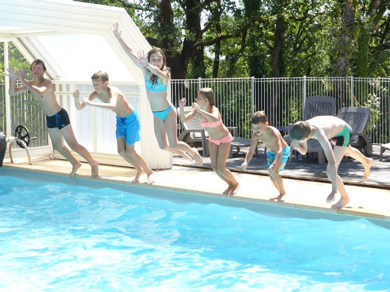 En Pleine nature, près de Sarlat, gîte avec piscine couverte et chauffée, holiday rental in Orliaguet