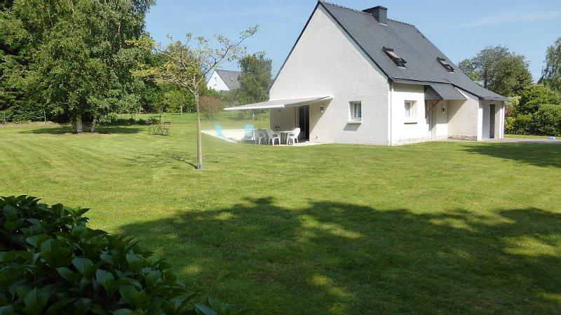 Maison dans un village très calme pour toute la famille, alquiler vacacional en Morbihan