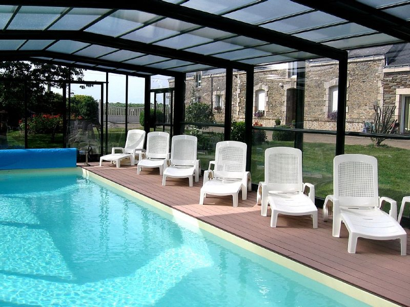 Cottage with indoor pool, heated, vacation rental in Reguiny