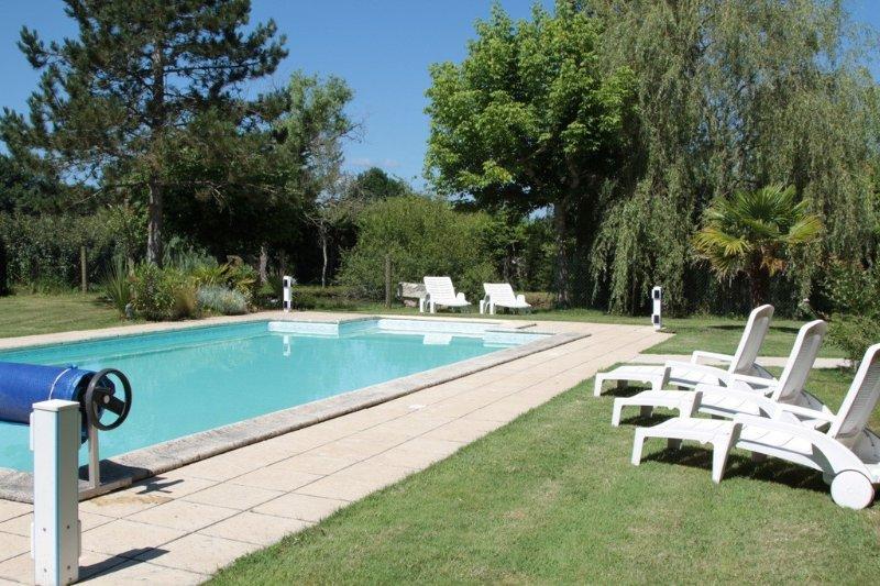 Maison avec Piscine Chauffée Privée Proche St Emilion, casa vacanza a Carsac-de-Gurson