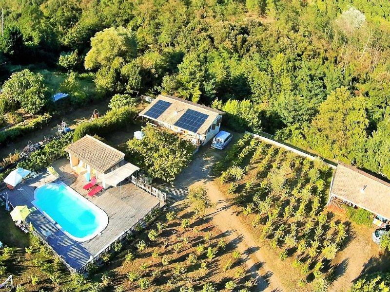 Chalet Cévennes indépendant, piscine, grand jardin, calme, nombreuses activités., aluguéis de temporada em Le Martinet