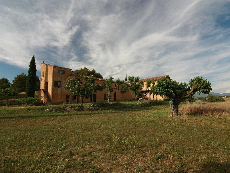 Mas de caractère dans ancienne ferme, au pied du Luberon, jusqu'à 8 personnes, location de vacances à Bonnieux