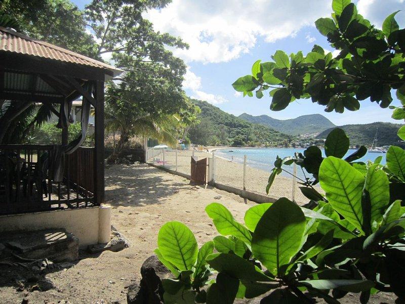 Jolie villa les pieds dans l'eau avec vue mer, accès direct à la plage, holiday rental in Les Anses d'Arlet