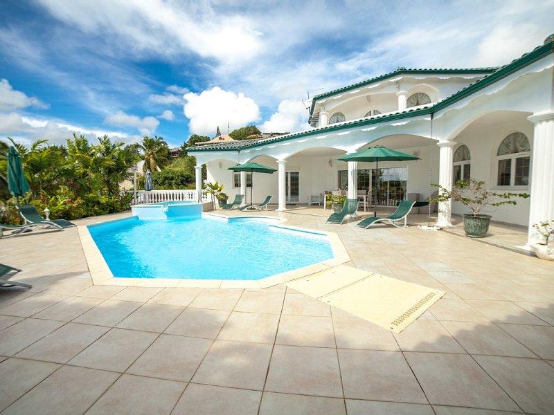 A ne pas rater! Belle et grande villa très agréable, tout confort et jacuzzi, aluguéis de temporada em Arrondissement of Le Marin