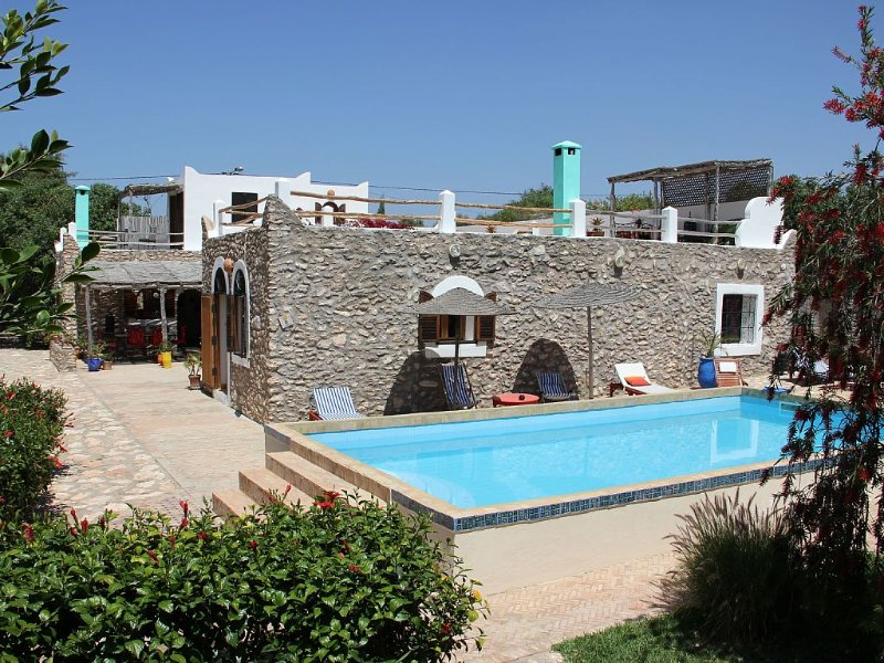 DAR Alwan. BERBER HOUSE WITH POOL, GARDEN, Hammam., location de vacances à Essaouira