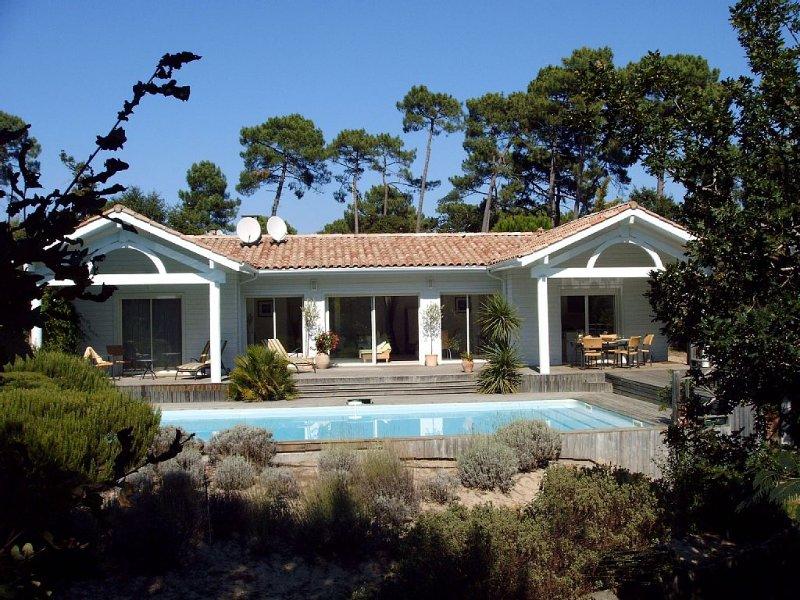 Villa près du Lac et du golf, piscine 10x5, 250m lac, bord forêt, calme., location de vacances à Biscarrosse
