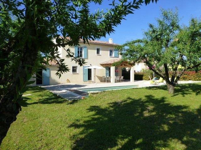 Villa 3 étoiles avec piscine à Saint-Didier, holiday rental in Saint-Didier
