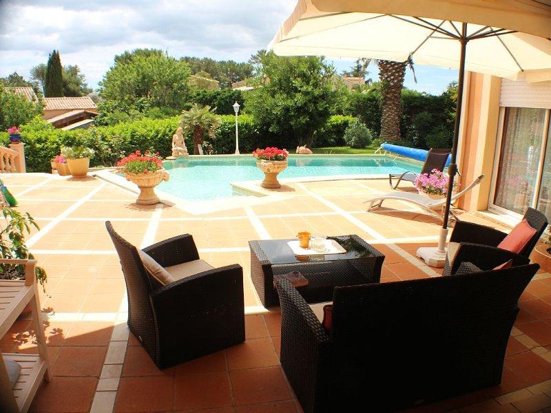 CAP D'AGDE VILLA individuelle piscine jardin au calme, activités à - de 1 km, holiday rental in Cap-d'Agde