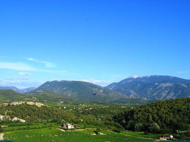 maison avec WIFI avec sa vue panoramique du Mont Ventoux et des Baronnies, vacation rental in Puymeras