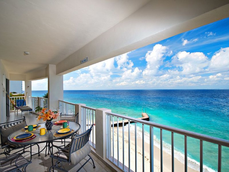 Beachfront-Las Brisas 402-Family Friendly-Close to Town, vacation rental in Cozumel