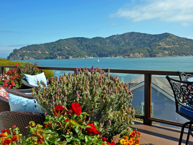 Luxury Two Bedroom on SF Bay - Fabulous Views and Pool, alquiler vacacional en Point Richmond