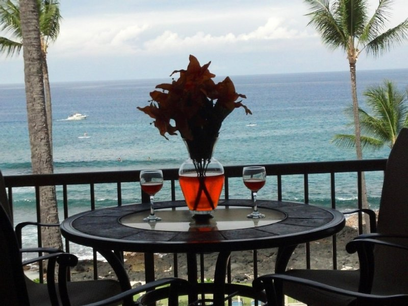 WINTER SALE! PEGGYS PENTHOUSE, OCEAN/SUNSET/SURFER  VIEW ,BEACH GEAR bucket list, alquiler de vacaciones en Kailua-Kona