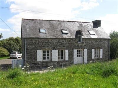 Charmante longère en pierre du pays dans un cadre calme et verdoyant, holiday rental in Briec