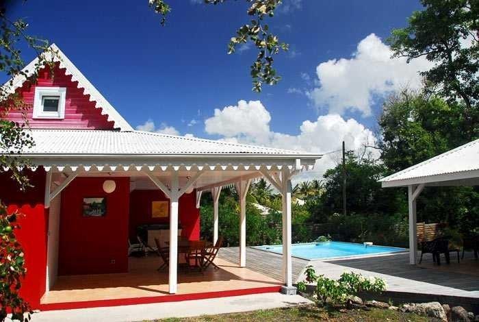 villa avec piscine 3 chambres au bord de la plage du diamant, location de vacances à Le Diamant