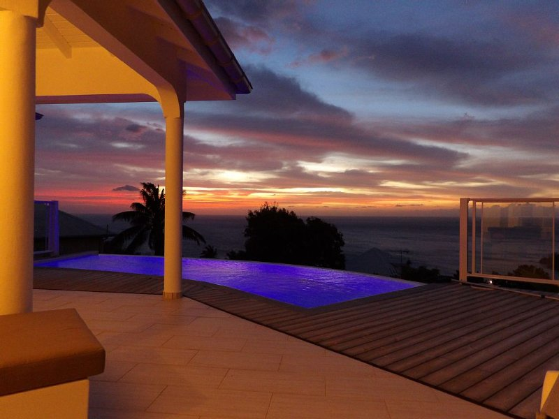 villa terrace and infinity pool exceptional sea views, alquiler vacacional en Basse-Terre Island