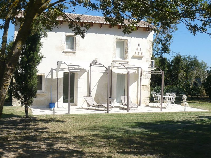 Mas petit Bizerty - Camargue dans reserve naturelle - Aigues Mortes -, holiday rental in Albaron