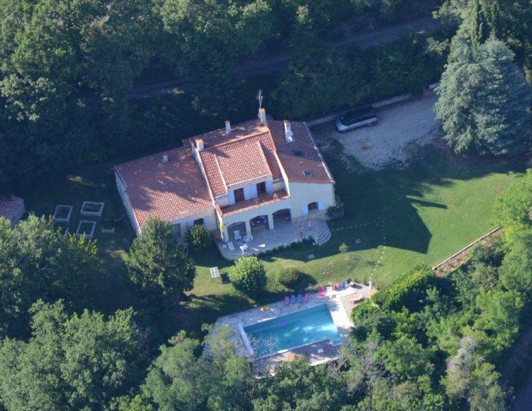 Grande Villa avec piscine à flanc de colline dans la Drôme Provençale (Savasse), vacation rental in Saint-Lager-Bressac