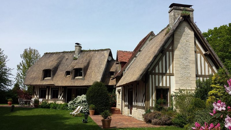 House for 6 mn DEAUVILLE - garden, beautiful hotel services., location de vacances à Saint-Gatien-des-Bois