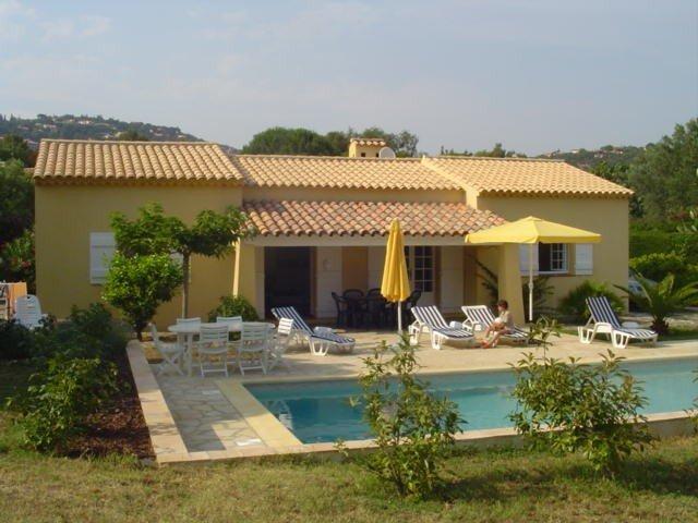 Villa avec piscine, grand jardin à 500 mètres de la plage., location de vacances à La Croix Valmer