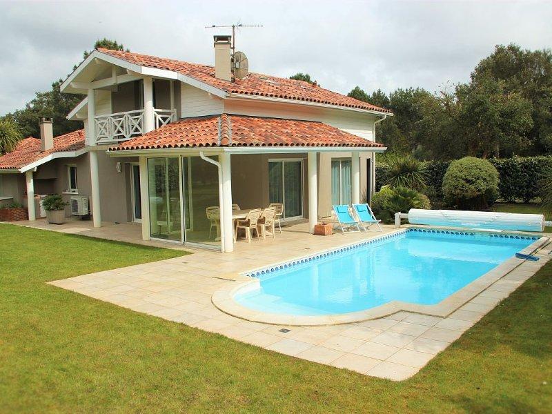 VILLA sur le golf  - Piscine privée - Plages Lac et Océan - 10min Hossegor, holiday rental in Soustons