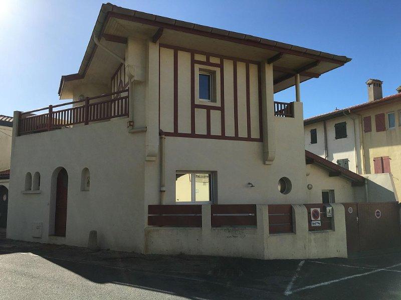Maison familiale avec accès direct aux plages Centrale et Nord d'Hossegor, casa vacanza a Hossegor