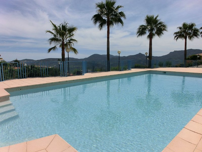 LUXURY APARTMENT CORNER, A 15 MINUTES FROM CANNES WITH MAGNIFICENT VIEW ON ESTE – semesterbostad i Mandelieu-la-Napoule