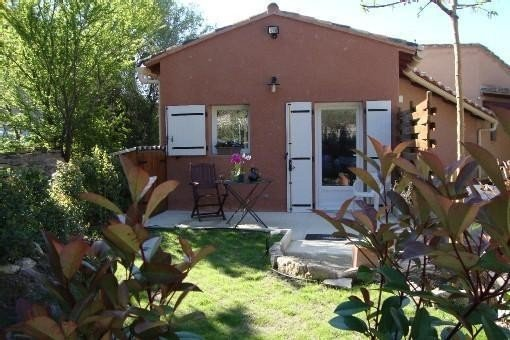 30 minutes from Avignon detached house in the quiet hill, holiday rental in Velleron