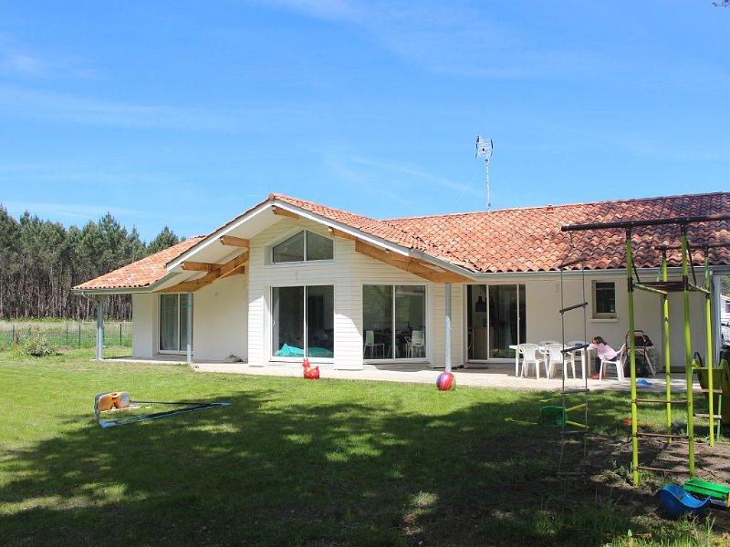 Maison neuve face à la forêt, 1 km lac, 5 km océan, 2 km réserve naturelle, alquiler de vacaciones en Vielle-Saint-Girons