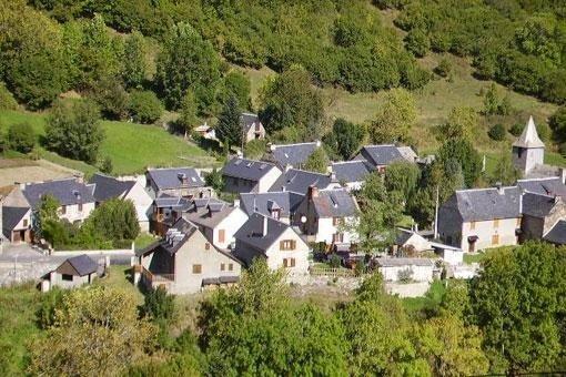 Maison individuelle au coeur des Pyrénées proche des pistes de ski, holiday rental in Espierba