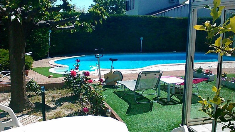 independent house in villa / piscine13 X 5.5 fenced garden, pets welcome, vakantiewoning in Cazouls-les-Beziers