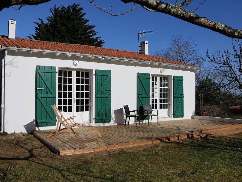 Villa au calme sur 1300 m² en bordure de foret à 1200 m d'une plage sauvage, vacation rental in Longeville-sur-mer