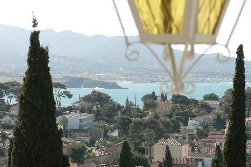 Appartement  rénové, vue mer, calme, plage 500 m, park voiture, location de vacances à Sanary-sur-Mer