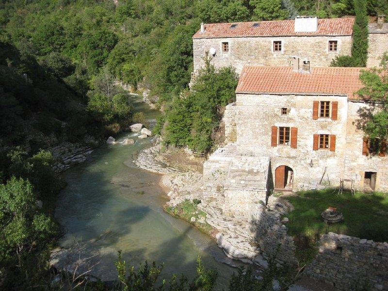 Languedoc Rousillon  Moulin  Hauts-Canton de l'Hérault avec rivière, aluguéis de temporada em Ceilhes-et-Rocozels
