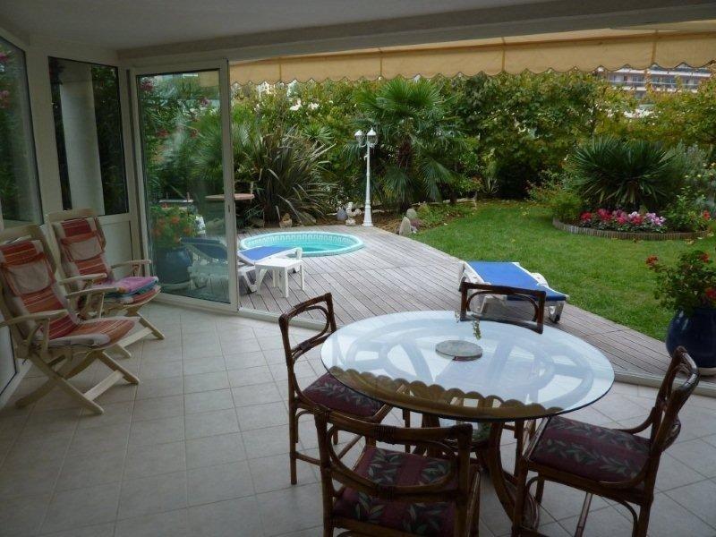 Rare juan-les-pins 2 ground garden rooms downtown, private Jacuzzi, alquiler vacacional en Antibes