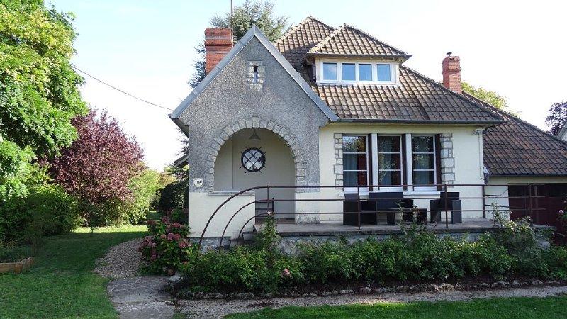 LE MAS Maison face à la Loire, dans un jardin clos, à MUIDES SUR LOIRE, vacation rental in Mer