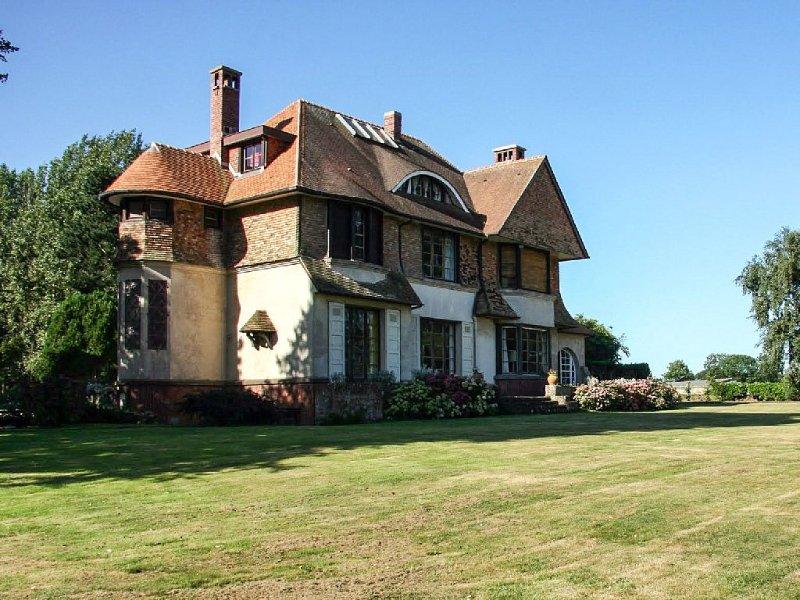 Maison spacieuse et chaleureuse de 400 m², bien équipée et tout confort!, alquiler vacacional en Paluel