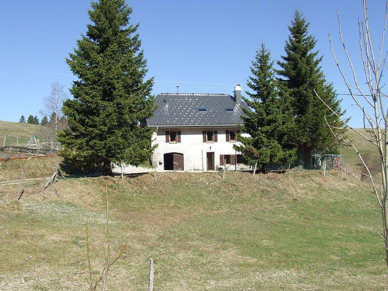 Appartement  dans ferme d'alpage, pieds des pistes, et chemins de randonnees, aluguéis de temporada em Les Bouchoux