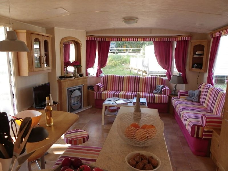 Comfortable mobile home for 4/8, 3 bedrooms, Bonne Anse Plage, 4-star campsite, holiday rental in La Palmyre-Les Mathes