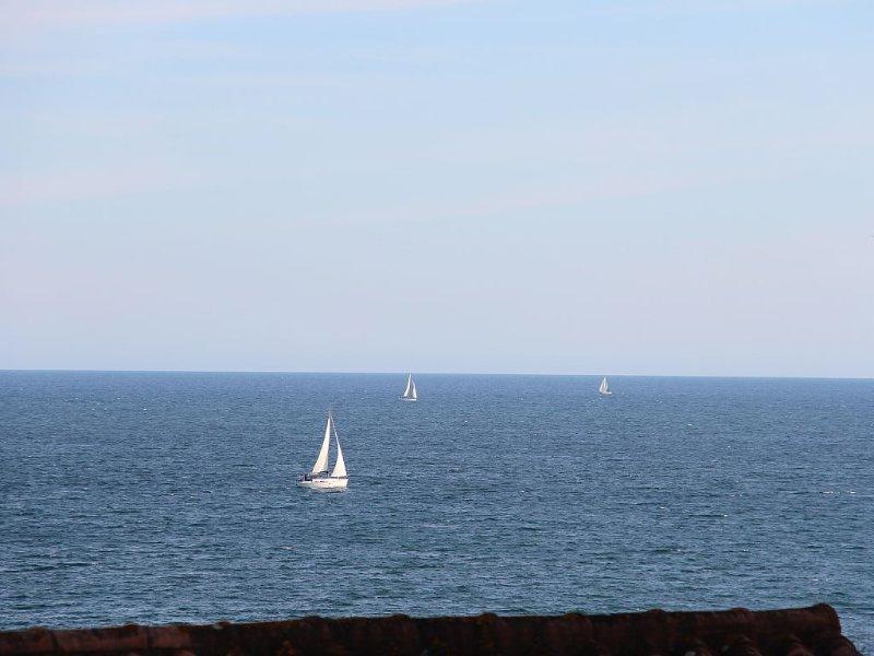 STUDIO au 7ème et dernier étage avec bel aperçu mer, alquiler de vacaciones en Fréjus