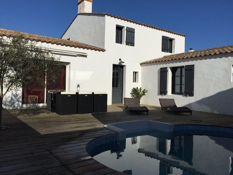 Charmante Maison avec Piscine Privée à 200 m de la plage, calme et confort, vacation rental in La Gueriniere