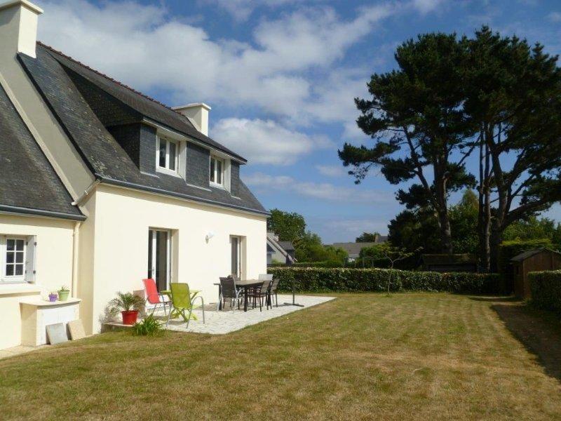 Spacious house in a quiet beach walking (free WIFI)!, location de vacances à Tregunc
