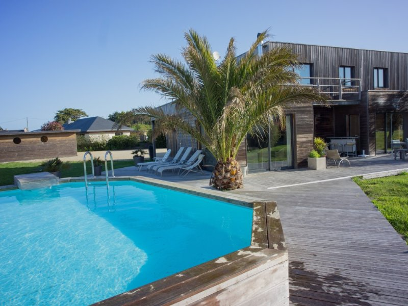 Villa en bois avec piscine privée en bord de mer proche Perros Guirec, casa vacanza a Tregastel
