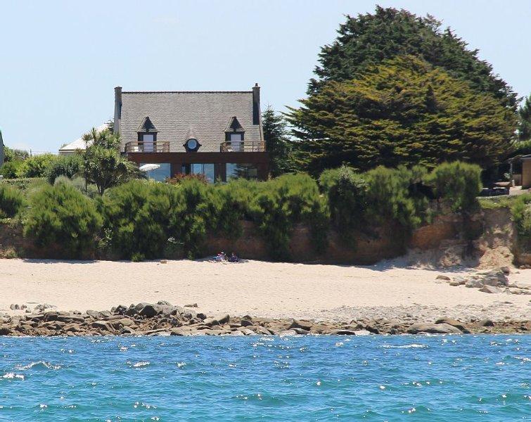 Villa de la Dune, 10 personnes, plage, piscine intérieure chauffée, holiday rental in Plougoulm