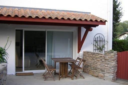 Urrugne, T2 apartment ideally located in quiet area., alquiler vacacional en Pyrenees-Atlantiques