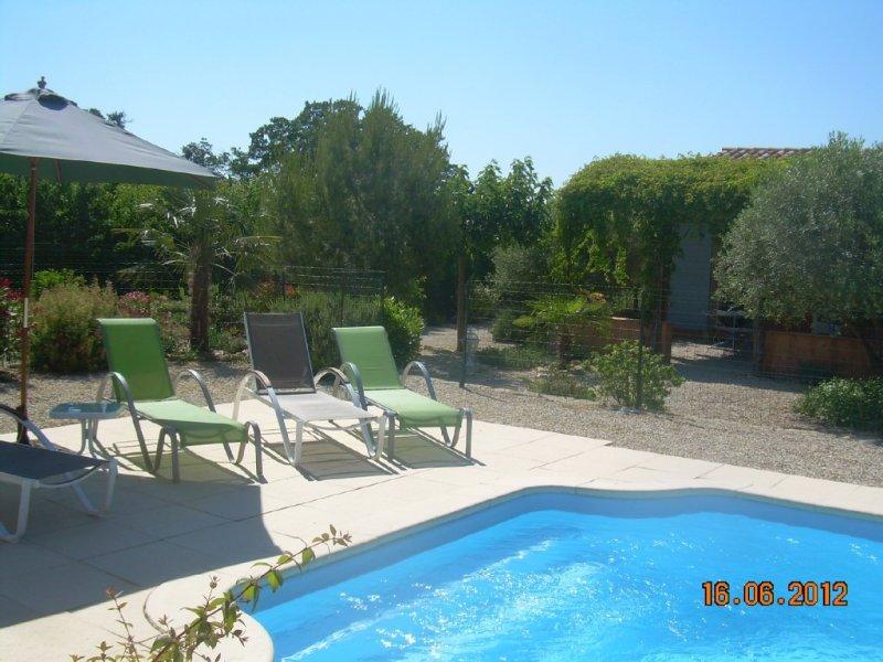 LOU VIGNARES Villa au pied du Ventoux bien située pour découvrir le Vaucluse, vacation rental in Caromb