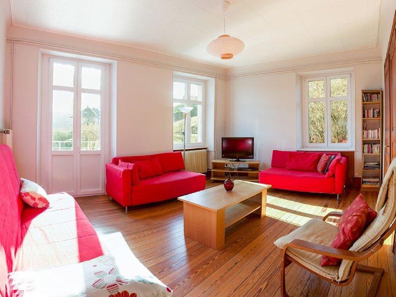Gîte dans Maison de Maître, grande terrasse avec vue, 3 chambres, 2-8 pers., Ferienwohnung in Haut-Rhin