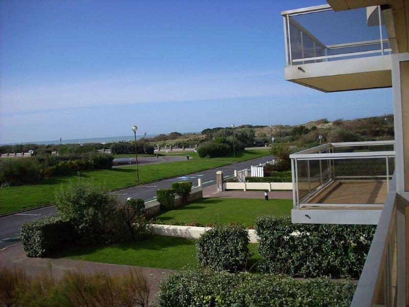 Apt avec balcon et vue sur mer, 4 pers, WI-FI,plein SUD classé 3 étoiles, vacation rental in Pas-de-Calais