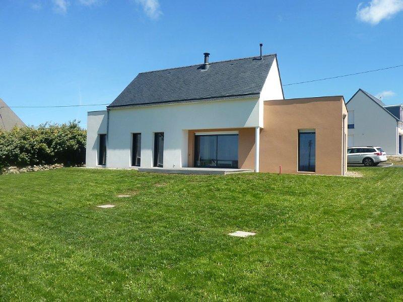 Maison contemporaine avec vue sur l'océan à 2 pas de la lande et de ses sentiers, holiday rental in Plogoff