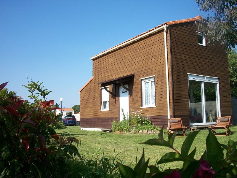Jolie maison très lumineuse de 75m2 et agréable en hors saison, location de vacances à L'Aiguillon-sur-Vie