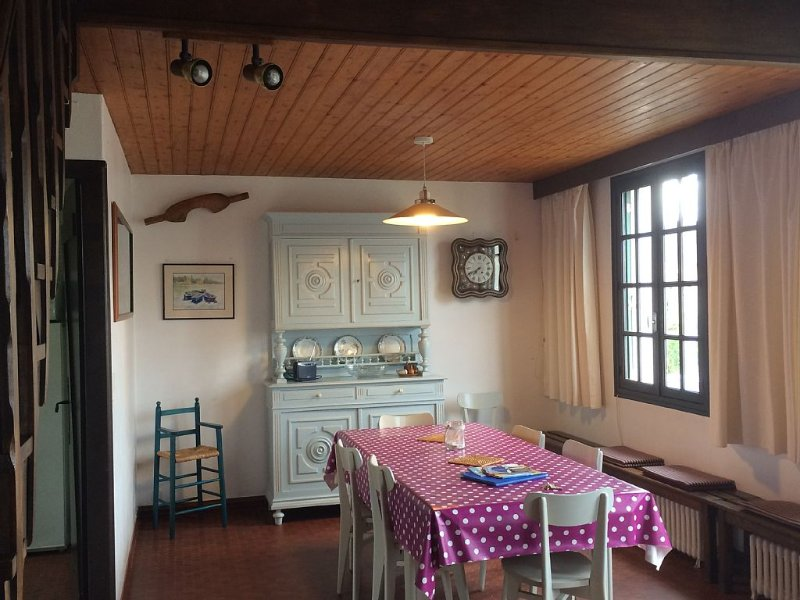 MAISON FAMILIALE  50M DE LA PLAGE , AVEC JARDIN CLOS, WIFI gratuit, vacation rental in Agon-Coutainville